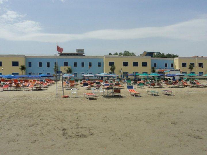 Ośrodek kolonijny w Rimini - widok z plaży