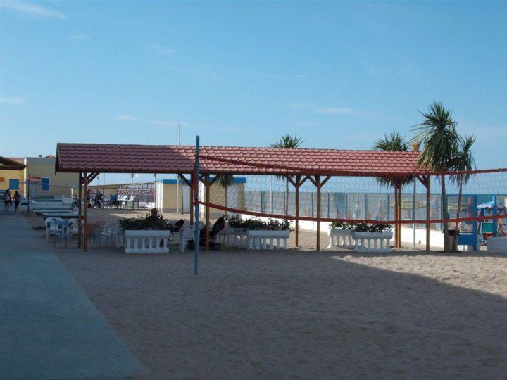 Ośrodek kolonijny w Rimini - boisko do siatkówki