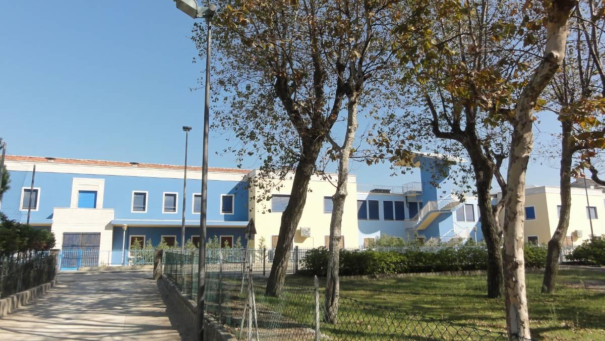 Ośrodek kolonijny w Rimini - widok od strony parku