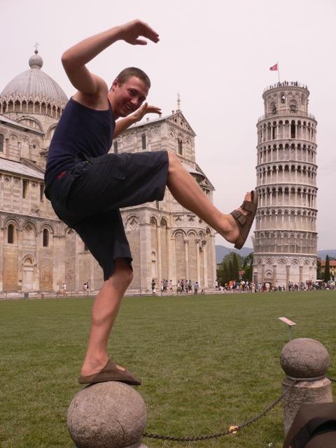 Piza - zabawne zdjęcie z wieżą