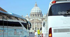 Rzym, autobusy turystyczne na Via Conciliazione